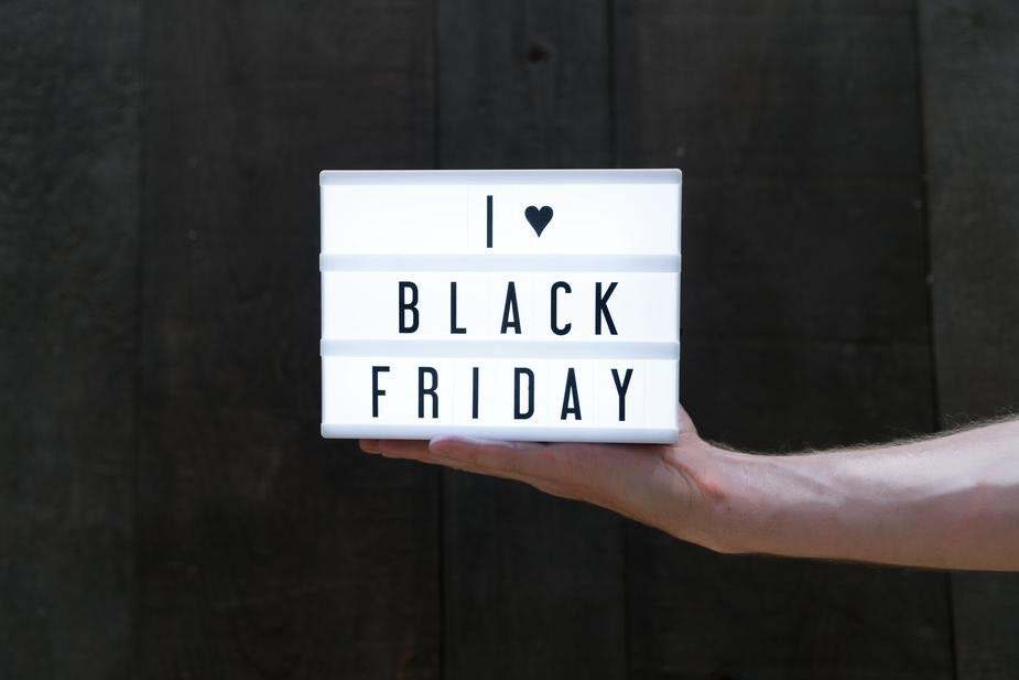 light box with 'i [heart] black friday'