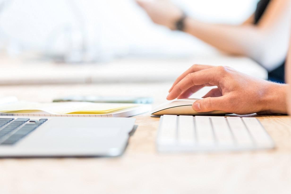 Setting cost per click benchmark figures