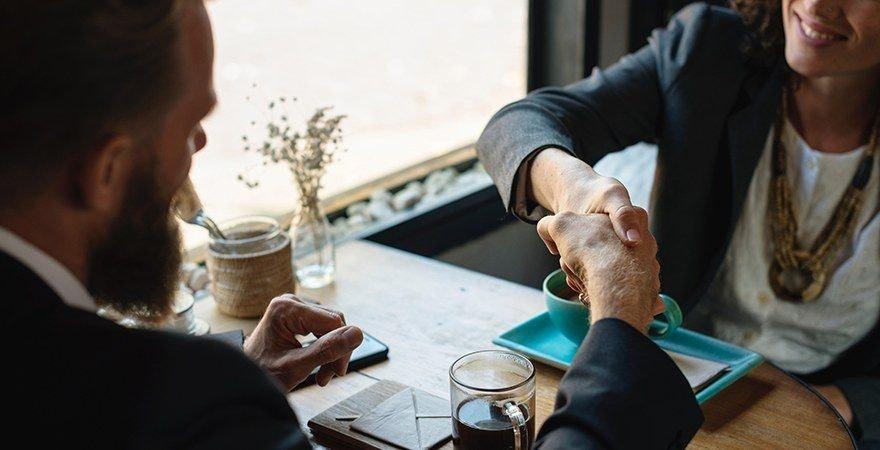Businessplan - Handschlag zwei Männer