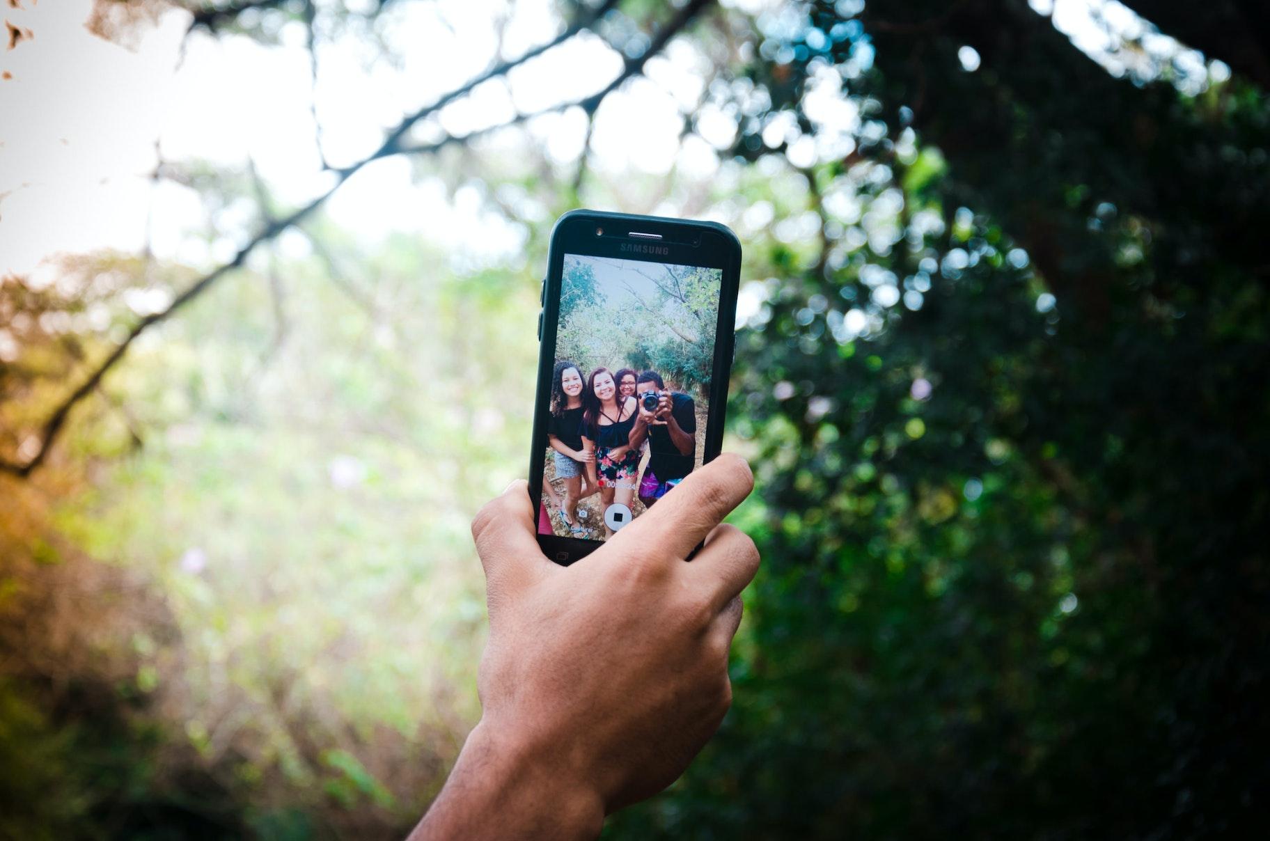 Mitos e verdades sobre o mercado de influenciadores digitais: selfie em grupo