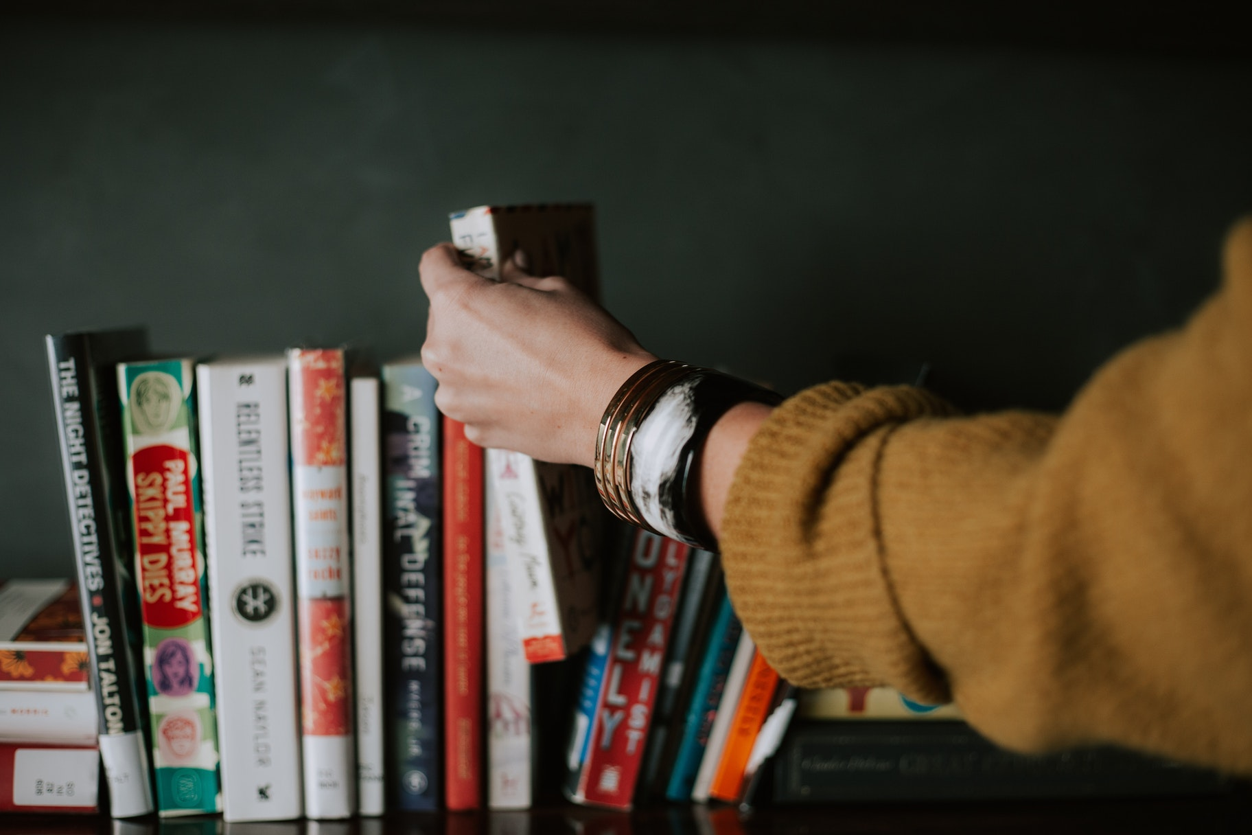 The 12 Top Business Books for Entrepreneurs Starting a Business
