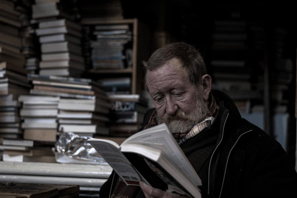 No te escondas detrás de los libros