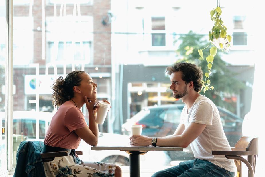 coppia che fa colazione