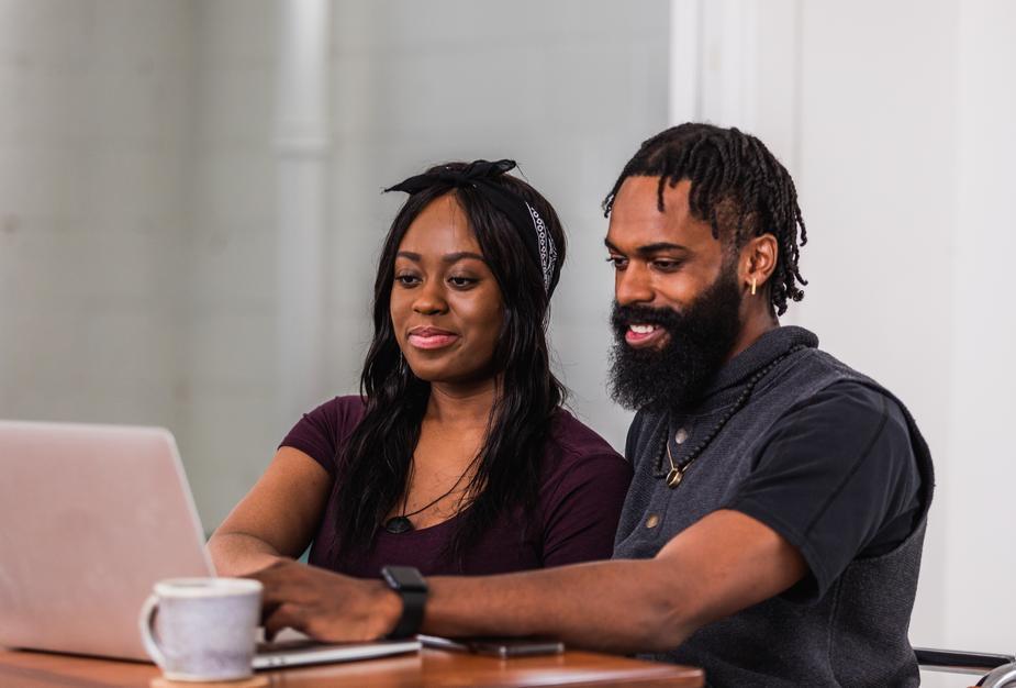 coppia al computer
