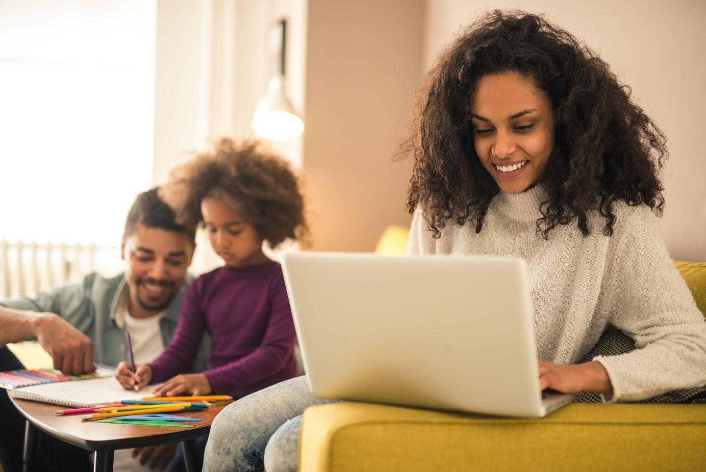 Como ganhar dinheiro em casa em 2021: dicas para pais e mães