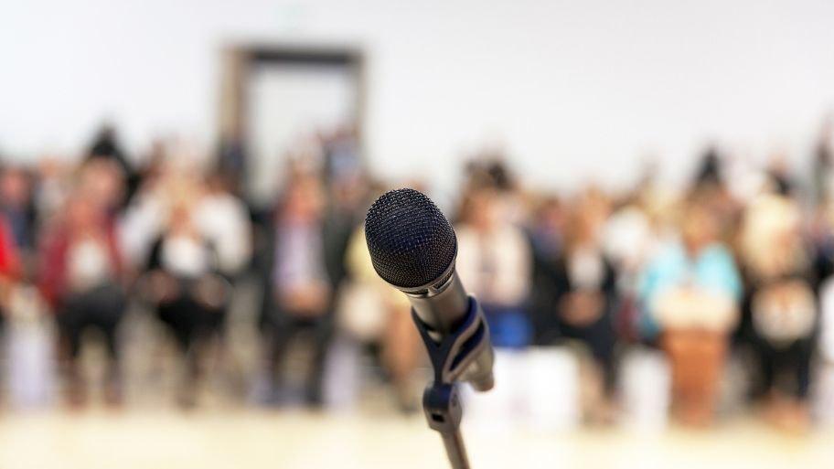 microfono public speaking