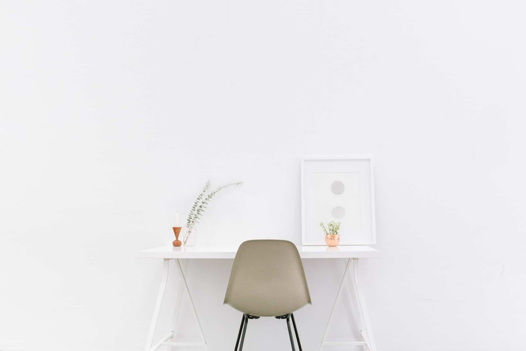 Minimalism 101: Minimalist Home Office Setup via Unsplash